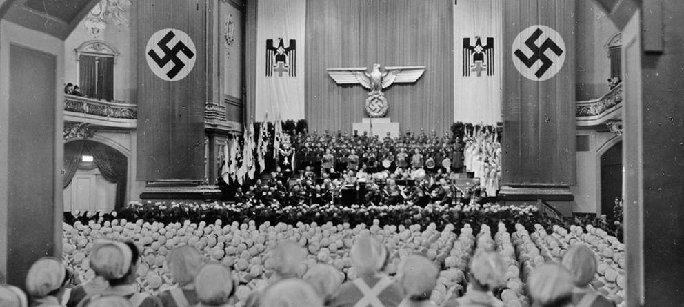 Foto: Enfermeras de la Cruz Roja reunidas en Berlín para su toma de juramento ('Las arpías de Hitler')