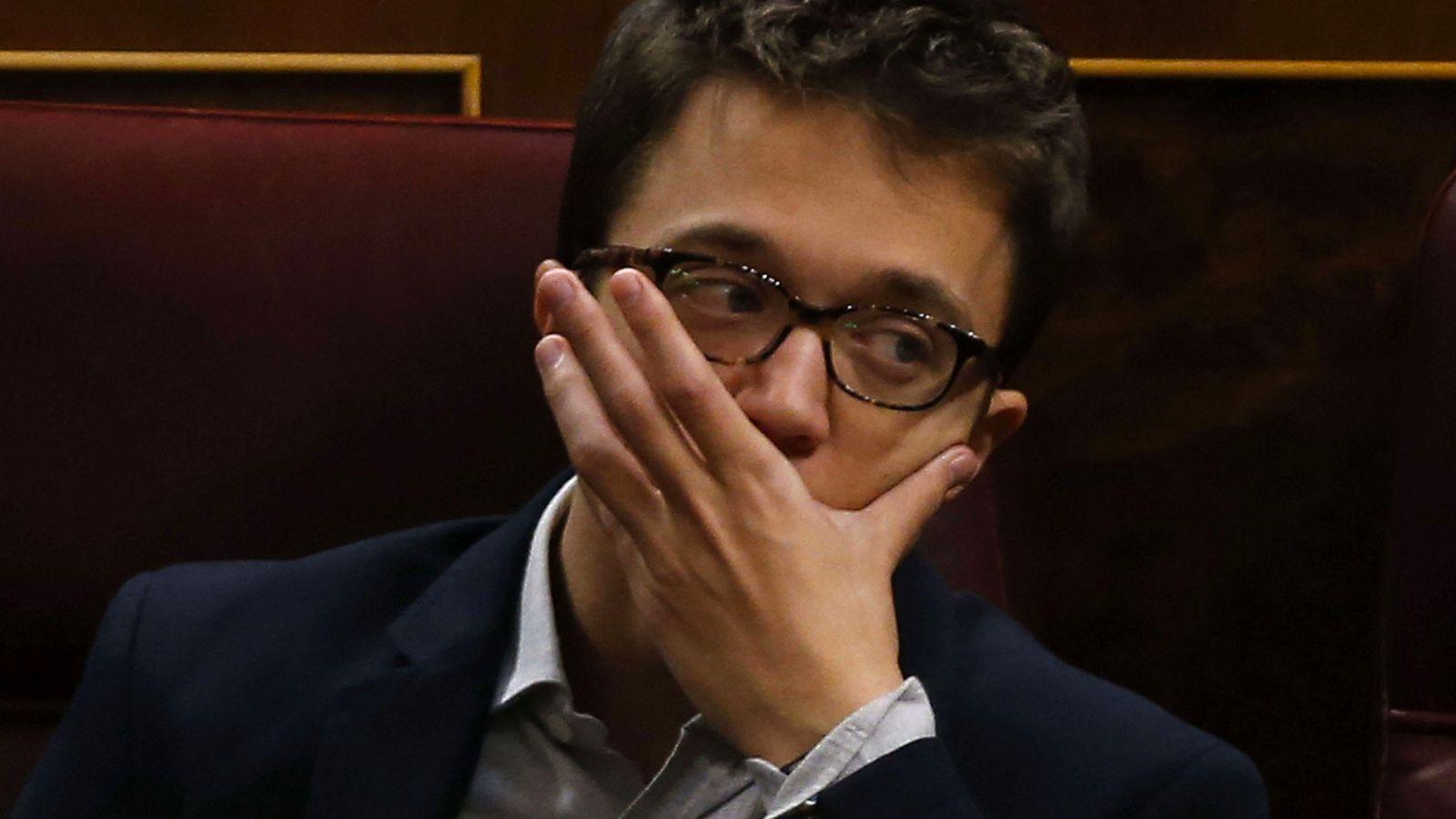 Foto: El portavoz parlamentario de Podemos, Íñigo Errejón, durante una sesión de control al Gobierno. (Efe)