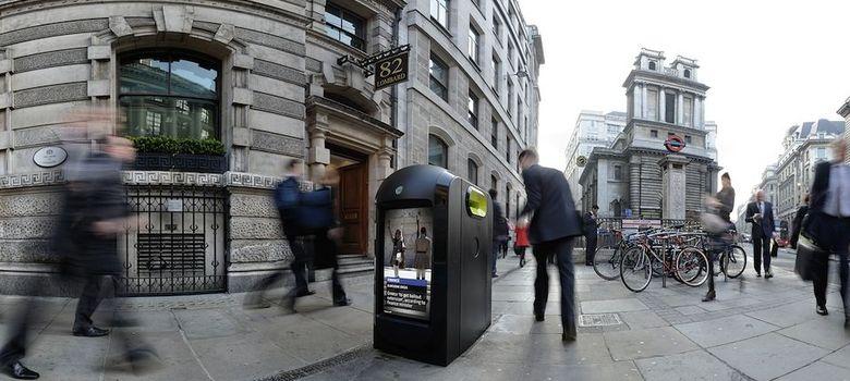 Foto: El día que Londres decidió espiar a sus peatones a través de papeleras wifi