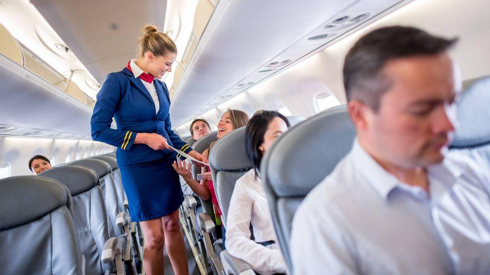 Las azafatas desvelan los secretos para que tu viaje en avión sea mucho mejor