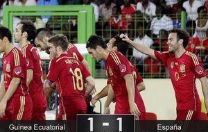 España se va de Guinea con una victoria y un montón de golpes