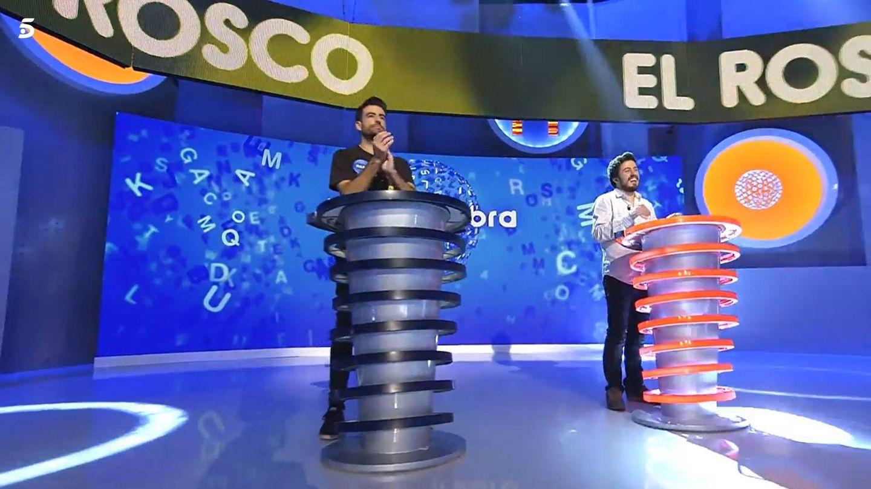Rafa y Orestes, en la prueba final de 'Pasapalabra'. (Mediaset)