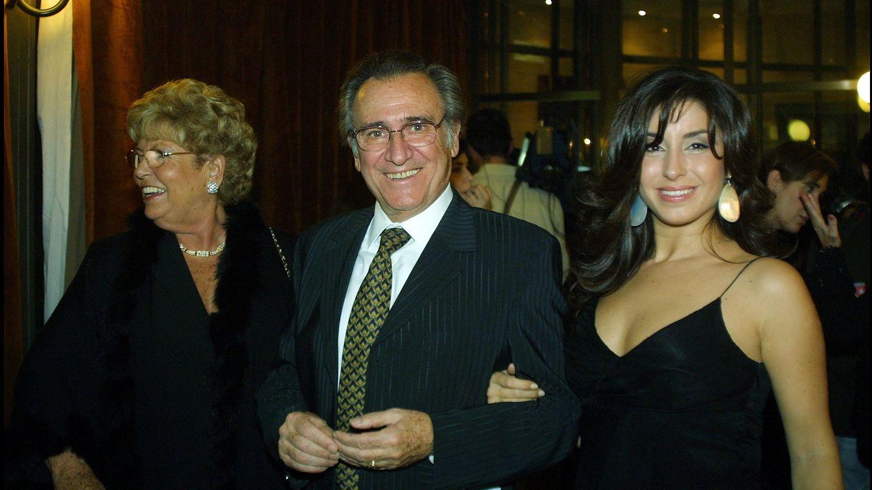 Foto: Manolo Escobar con su mujer, Anita Marx, y su hija Vanessa en 2003 (Gtres)