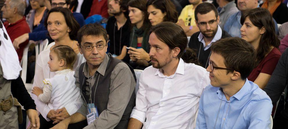 Foto: Pablo Iglesias junto a Carolina Bescansa, Juan Carlos Monedero e Íñigo Errejón, durante la asamblea de Podemos. (Daniel Muñoz)