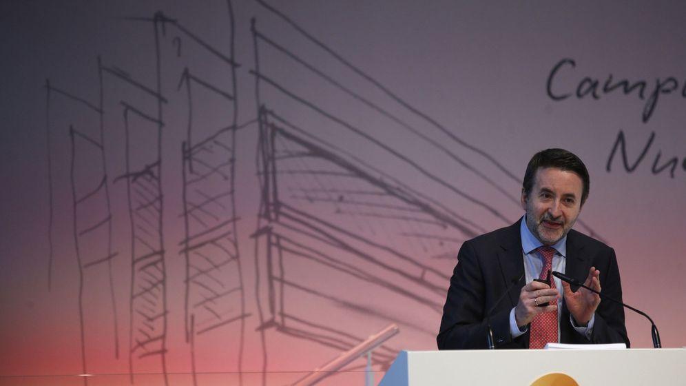 Foto: El consejero delegado de Repsol, Josu Jon Imaz, durante la presentación del plan estratégico para el periodo 2018-2020. (EFE)