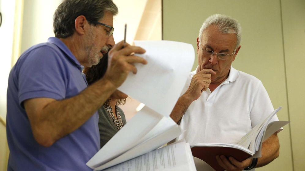 Foto: Cayo Lara y su secretario de Organización, Adolfo Barrena, el pasado 25 de mayo en Madrid. (EFE)