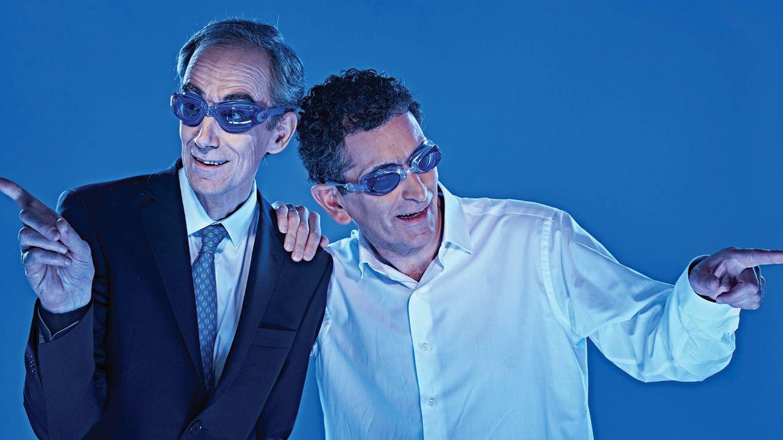 Foto: El cómico César Saratxu (a la izquierda, junto a Mayorga) interpreta 'Intensamente azules'. ((Fotografía: Sergio Parra)