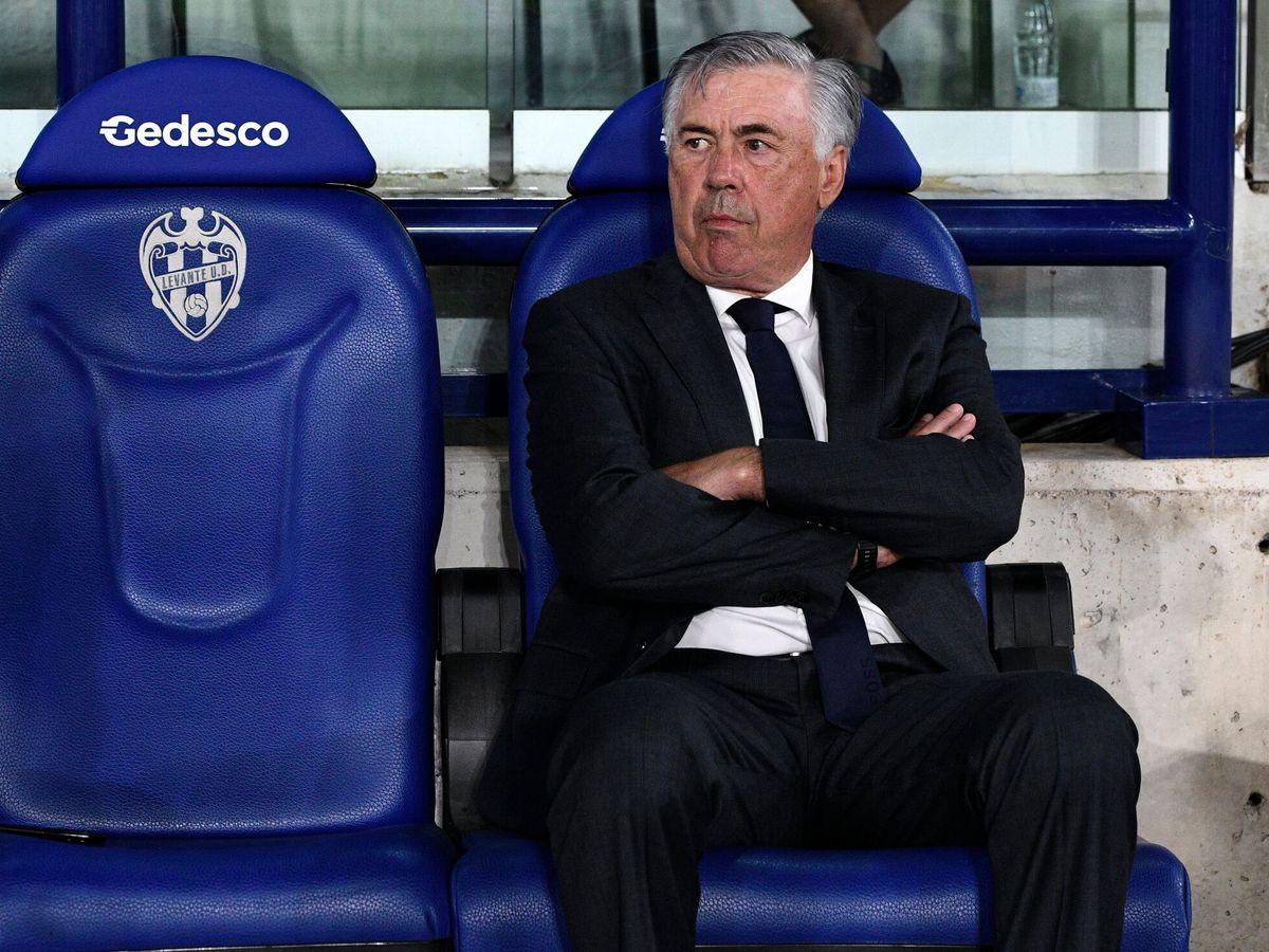 Foto: El técnico blanco durante el partido ante el Levante. (Reuters)
