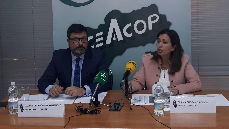 Daniel Fernández y Ana Chocano, de Ceacop, en la presentación del informe en Sevilla. (Ceacop)
