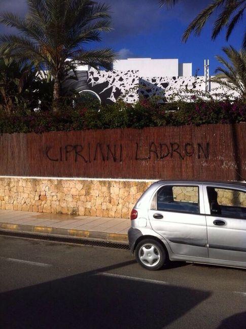 Foto: Pintada en los exteriores de la discoteca Booom de Ibiza facilitada a 'Vanitatis'