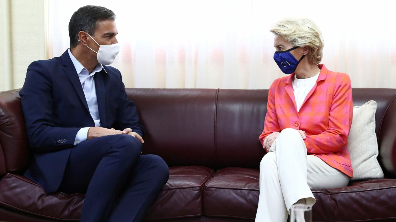 Sánchez y la presidenta de la Comisión Europea, Ursula von der Leyen. (EFE)