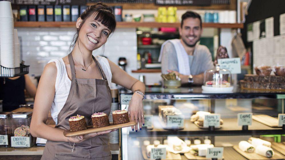 Foto: Algunos empleados suelen ofrecer descuentos a aquellos que les tratan bien. (iStock)