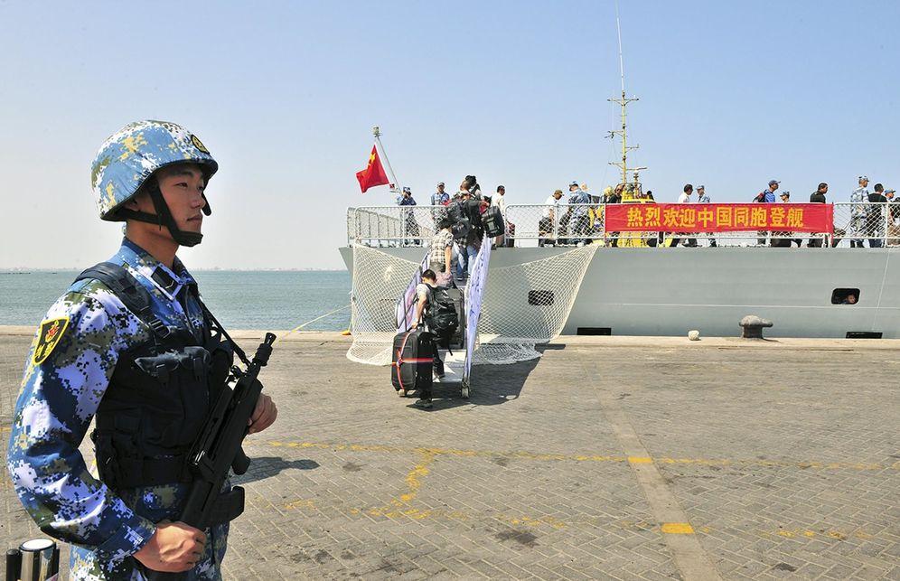 Foto: Un barco de la armada china evacua a los ciudadanos chinos de la ciudad yemení de Adén rumbo a Yibuti, el 31 de marzo de 2015. (Reuters)