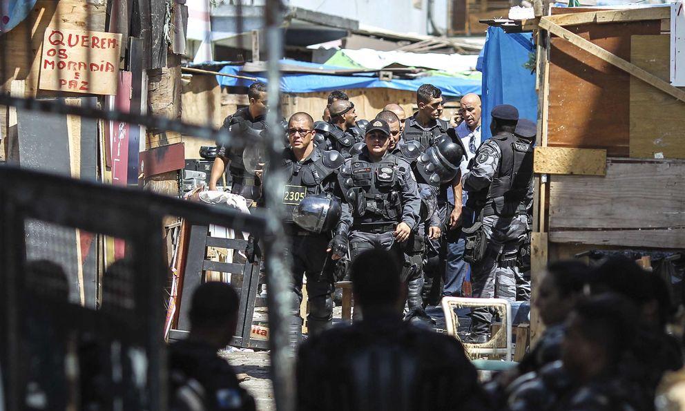 Foto: Desalojo de familias en una favela de Río de Janeiro. (Efe)