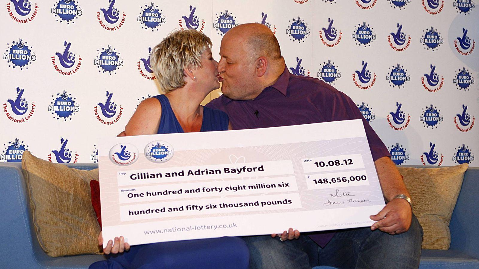 Foto: Adrian y Gillian Bayford, meses antes de divorciarse. (EFE)