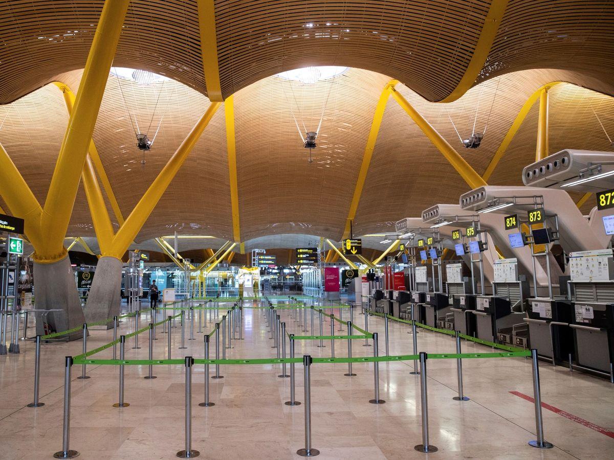 Foto: Mostradores para facturar de la T4 del aeropuerto Adolfo Suárez, de Madrid. (EFE)