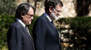 Cataluña cava la tumba de Rajoy (y la de Mas)