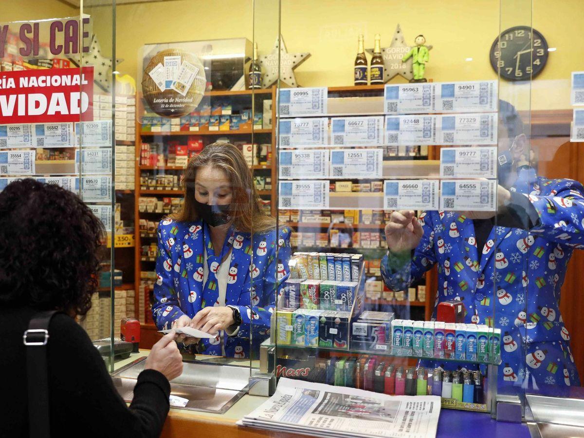Foto: Vista de una administración de lotería hoy lunes en el centro de Oviedo. Foto: Efe