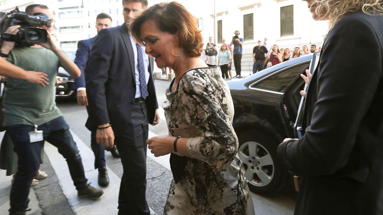 Foto: Carmen Calvo, el pasado 5 de septiembre a su llegada a la reunión en el Congreso. (EFE)