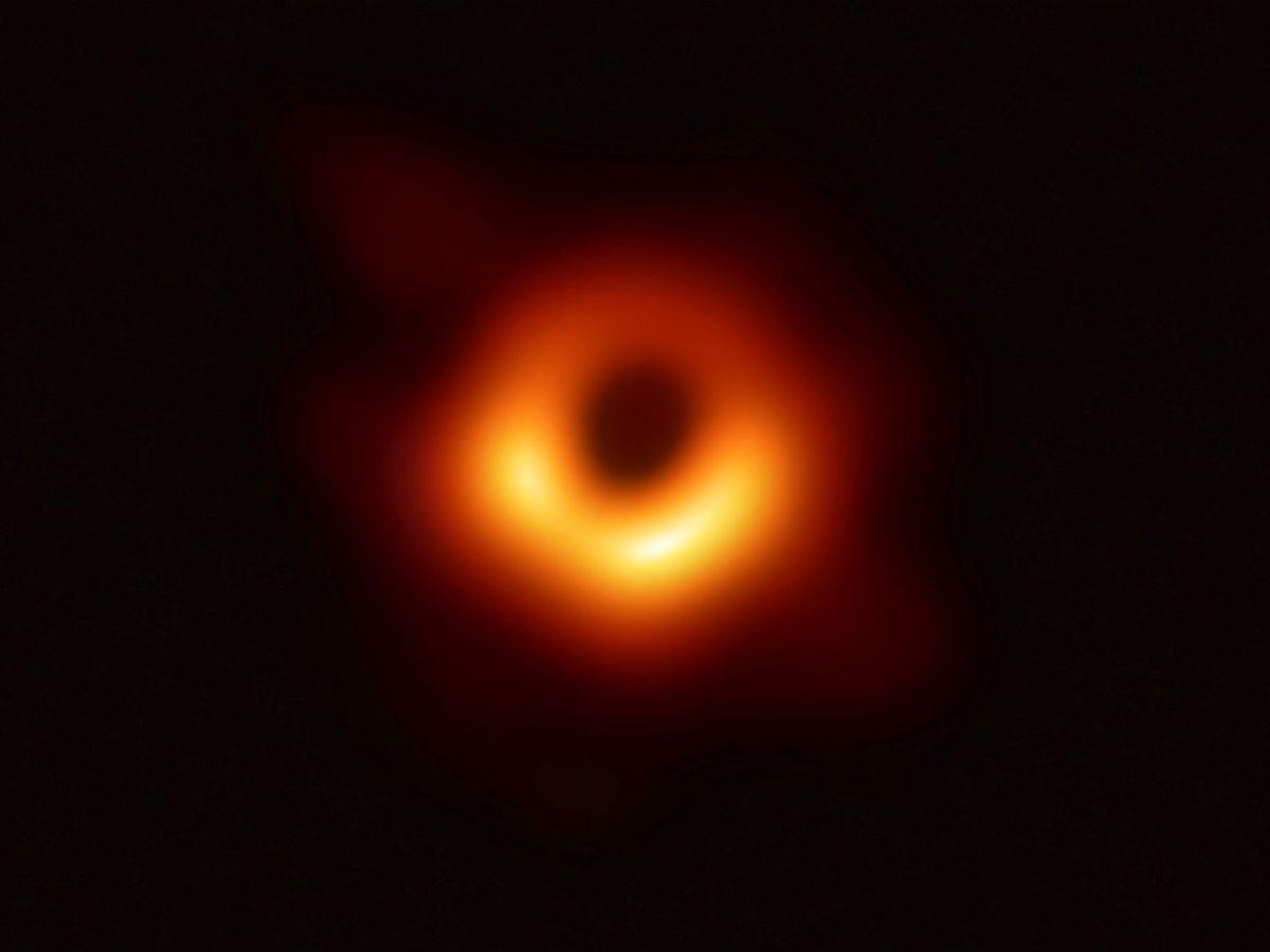 Foto: Científicos desvelan la primera imagen de un agujero negro