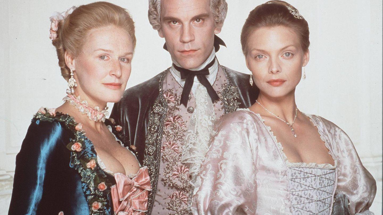 Glenn Close, John Malkovich y Michelle Pfeiffer, en una imagen de 1988. (Getty)