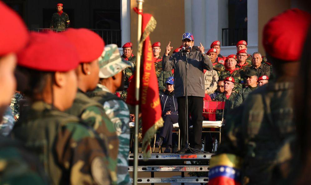 Foto: Fotografía cedida por la oficina de prensa de Miraflores del gobernante venezolano, Nicolás Maduro (c), durante un acto de gobierno con militares este lunes en Maracay. (EFE)