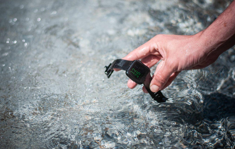 La Fitbit Versa es resistente al agua y al polvo. (C. Castellón)
