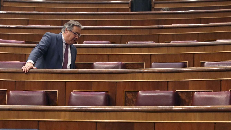 Primer pleno de la 'era Sánchez': Soraya, detrás de Rajoy y Cospedal, en primera fila