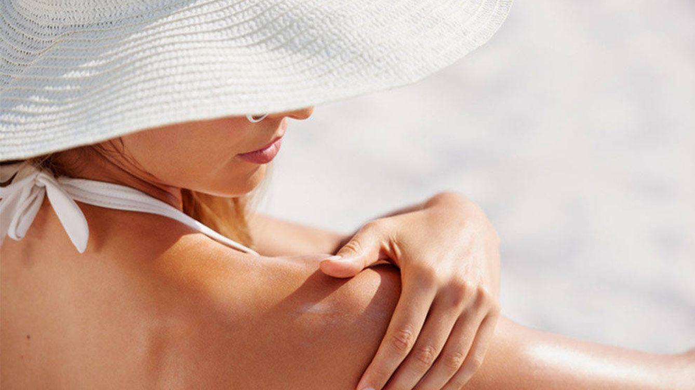 No te olvides de la protección solar: la crema será tu complemento para el verano