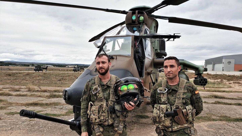 Piloto y artillero del helicóptero de ataque Tigre. (Juanjo Fernández)