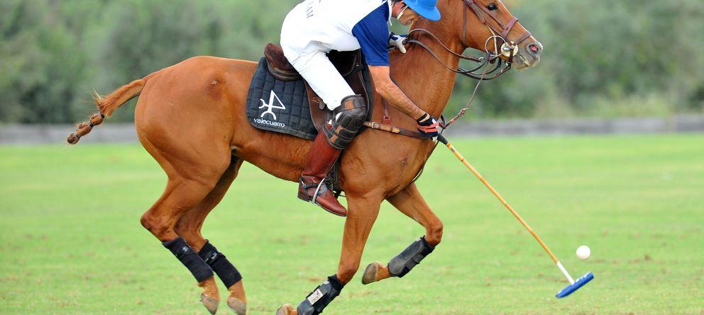 El polo y su estilo invaden el asfalto (con y sin caballo)