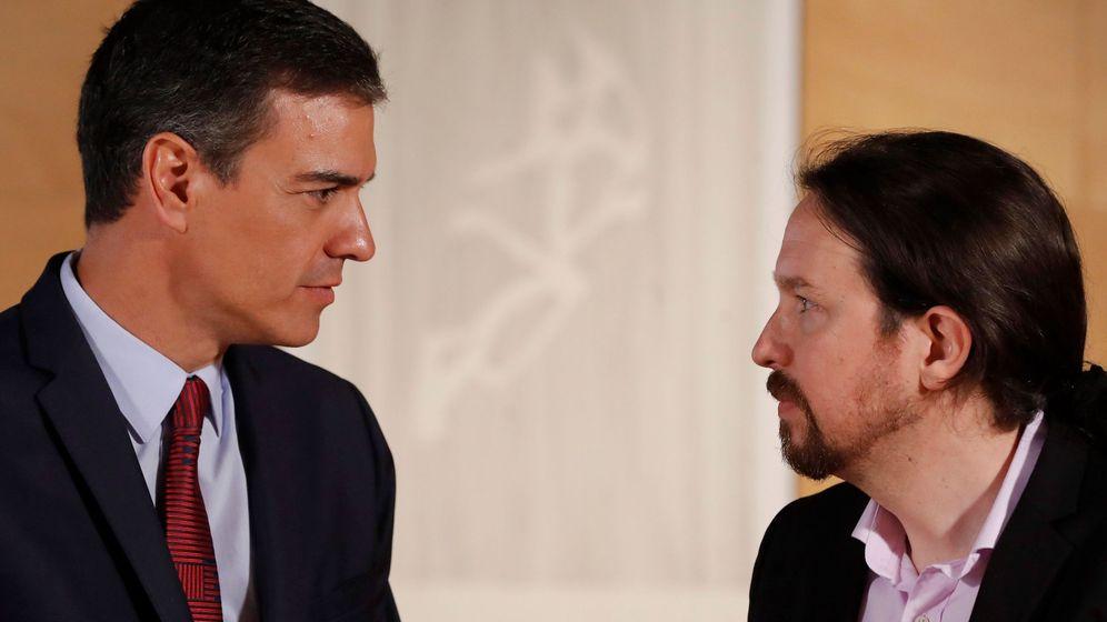 Foto: El presidente del Gobierno, Pedro Sánchez (i), y el líder de Podemos, Pablo Iglesias, durante su última reunión en el Congreso. (EFE)