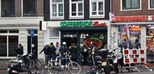Post de ¿Por qué Holanda quiere echar a los turistas de los 'coffee shops' de Ámsterdam?