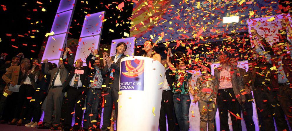 Foto: La plataforma Societat Civil Catalana, el día de su presentación oficial en Barcelona. (EFE)