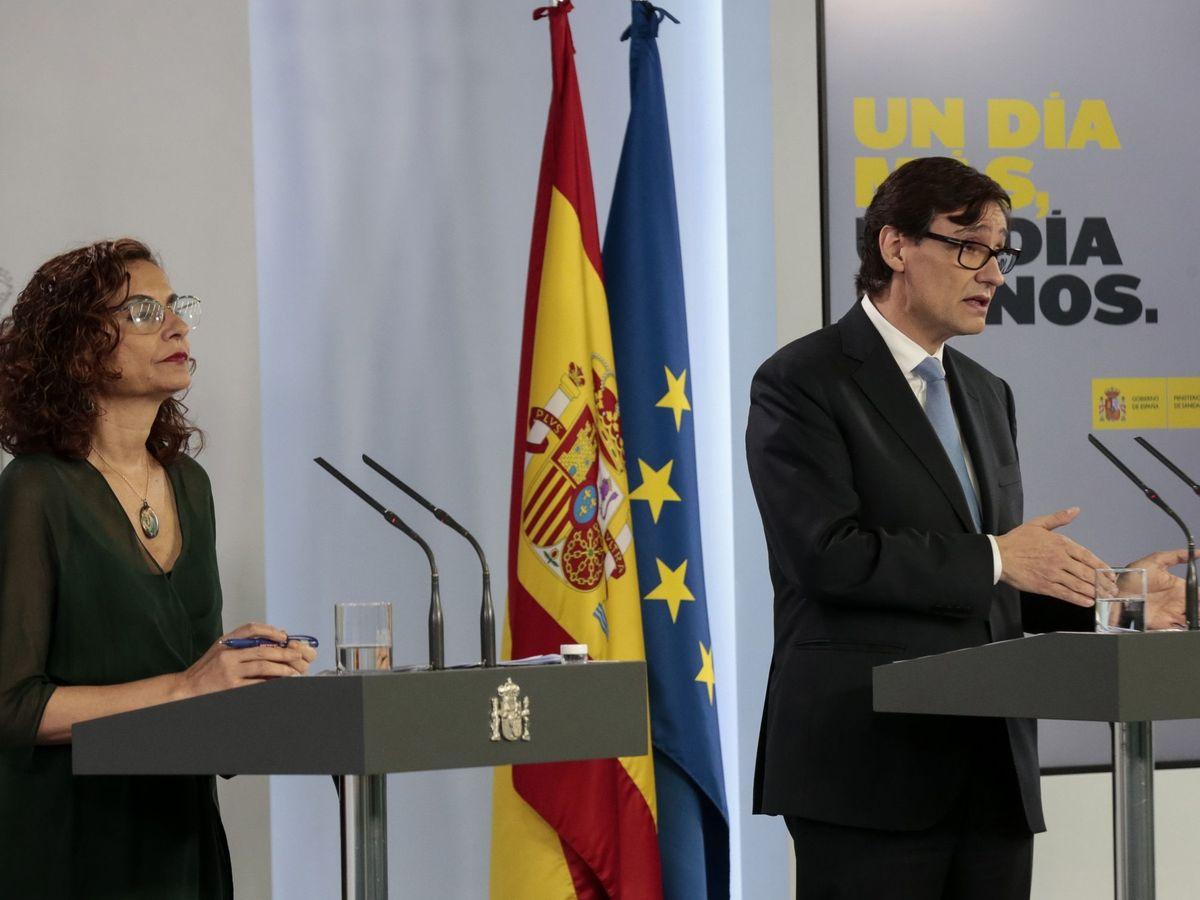 Foto: La ministra de Hacienda, María Jesús Montero, y el de Sanidad, Salvador Illa. (EFE)