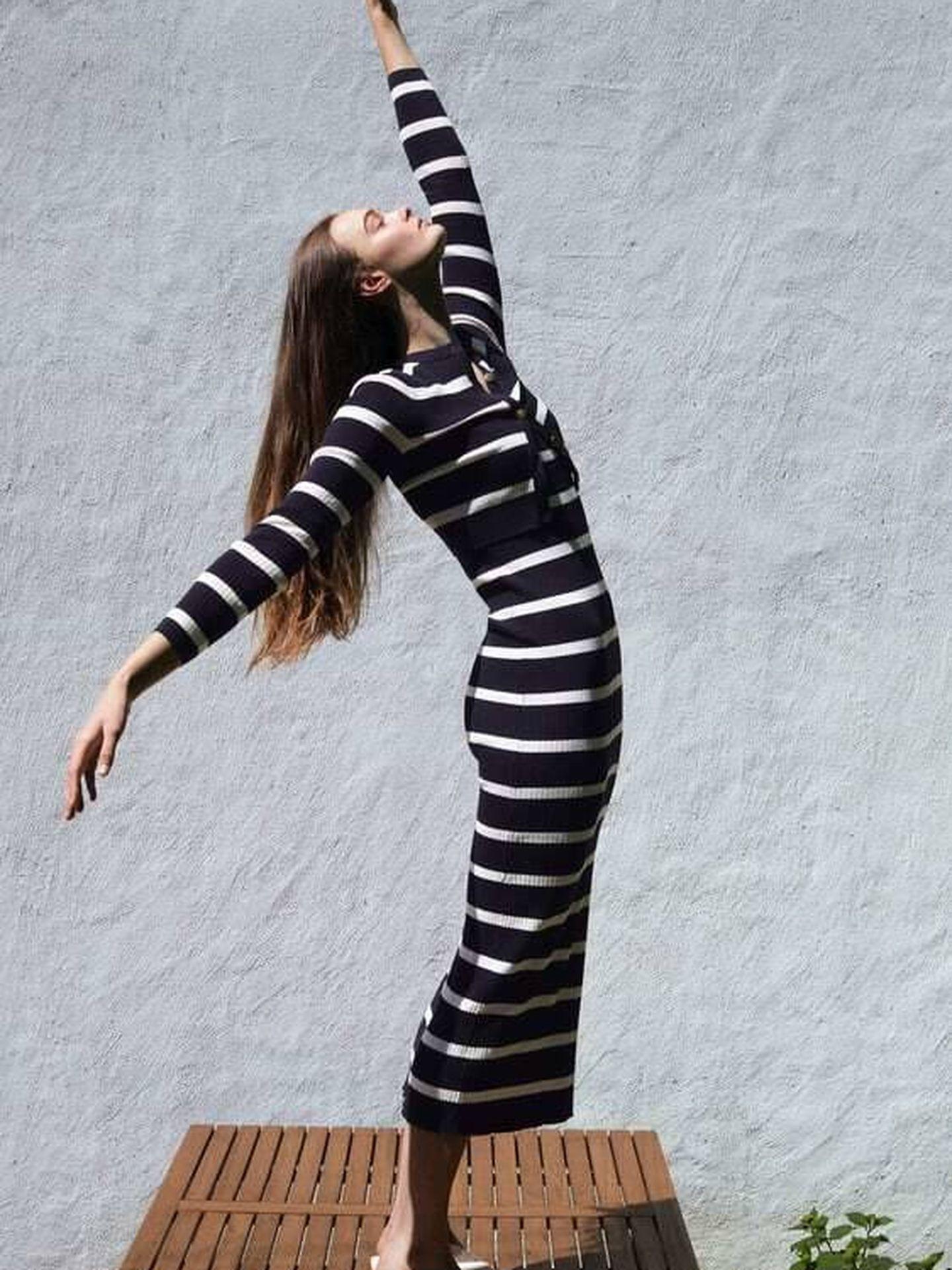 Vestido de punto de Zara. (Cortesía)