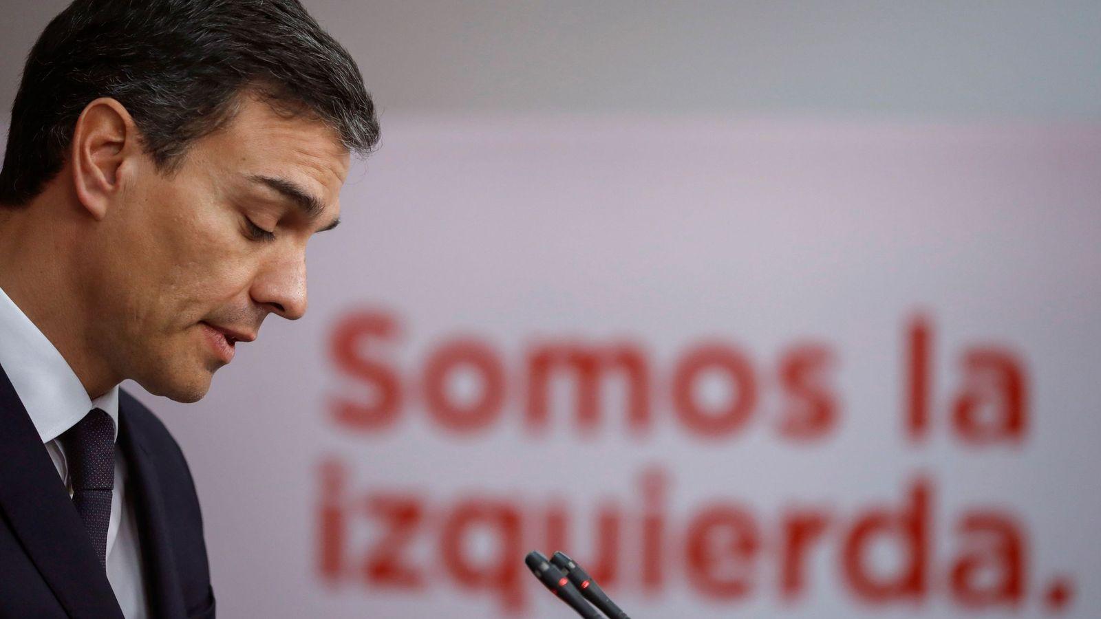 Foto: Pedro Sánchez, el pasado 15 de mayo en rueda de prensa en Ferraz tras su reunión con Mariano Rajoy en La Moncloa. (EFE)