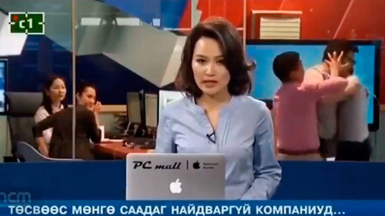 Esta presentadora se gana el sueldo: ni pestañea durante una pelea en directo