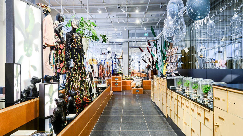 Interior de la tienda, galería de arte y espacio para eventos X-Bank.