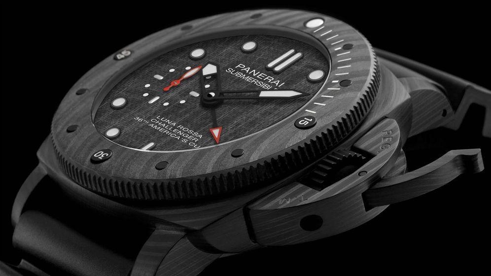 Foto: Panerai Submersible Luna Rossa, un poderoso reloj de 47 mm de diámetro con una caja y bisel realizados en fibra de carbono.