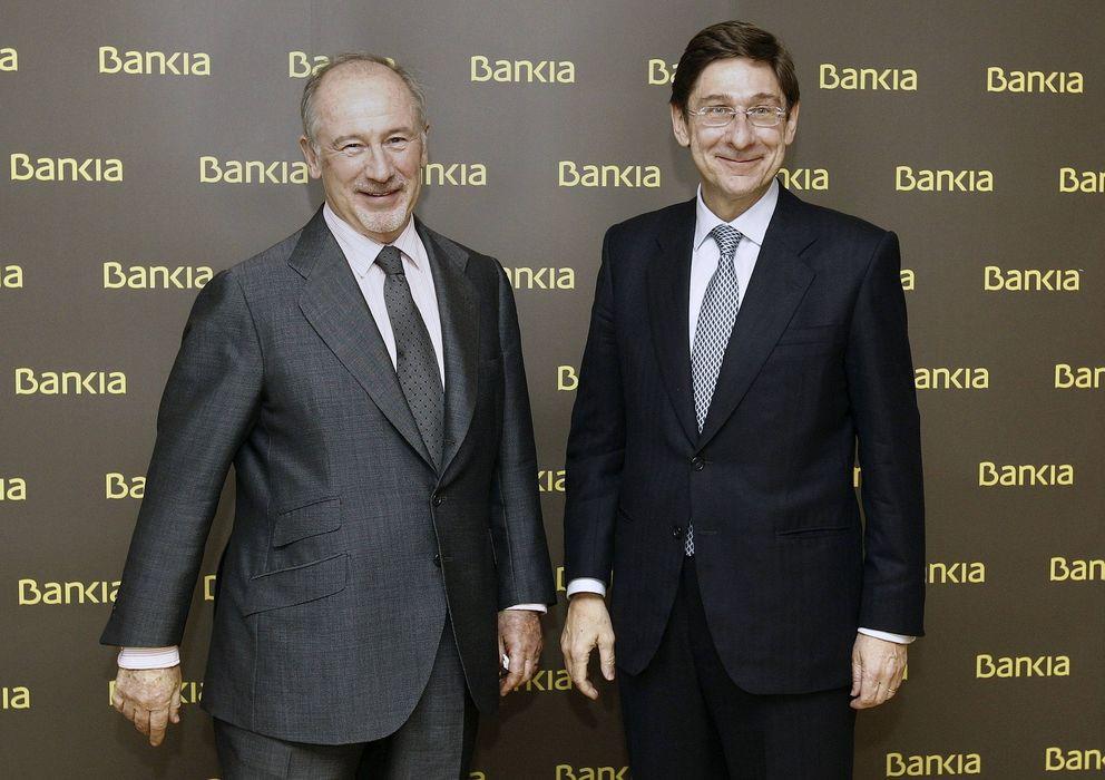 Foto: El actual presidente de Bankia, José Ignacio Goirigolzarri (d), junto a Rodrigo Rato (i) (Efe)