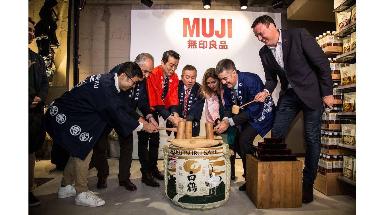 Foto: Momento de la inauguración de la flagship store de Muji en el Passeig de Gràcia, 21.
