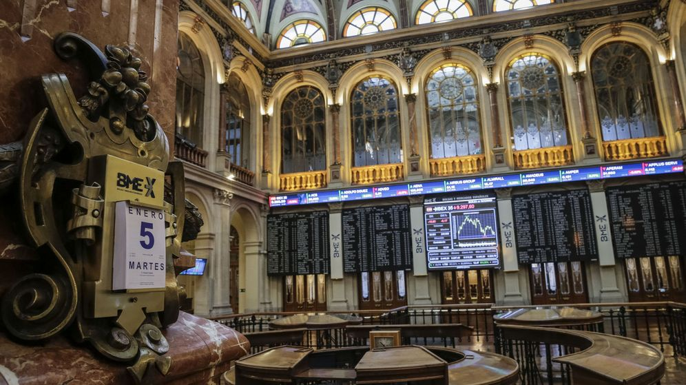 Foto: Imagen del interior de la Bolsa de Madrid. (EFE)