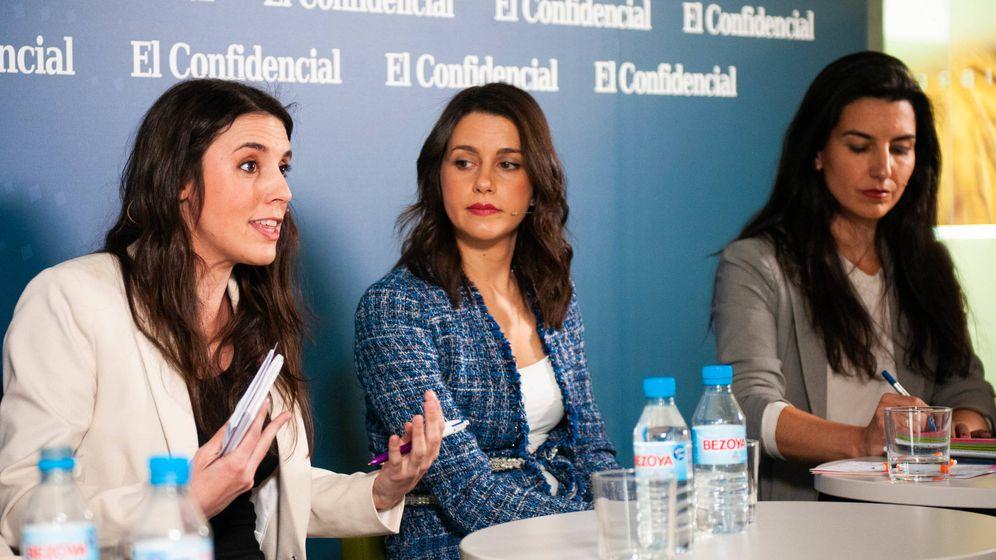 Foto: Irene Montero (i), Inés Arrimadas y Rocío Monasterio (d), en 'El debate de las políticas influyentes', en El Confidencial. (C. Castellón)