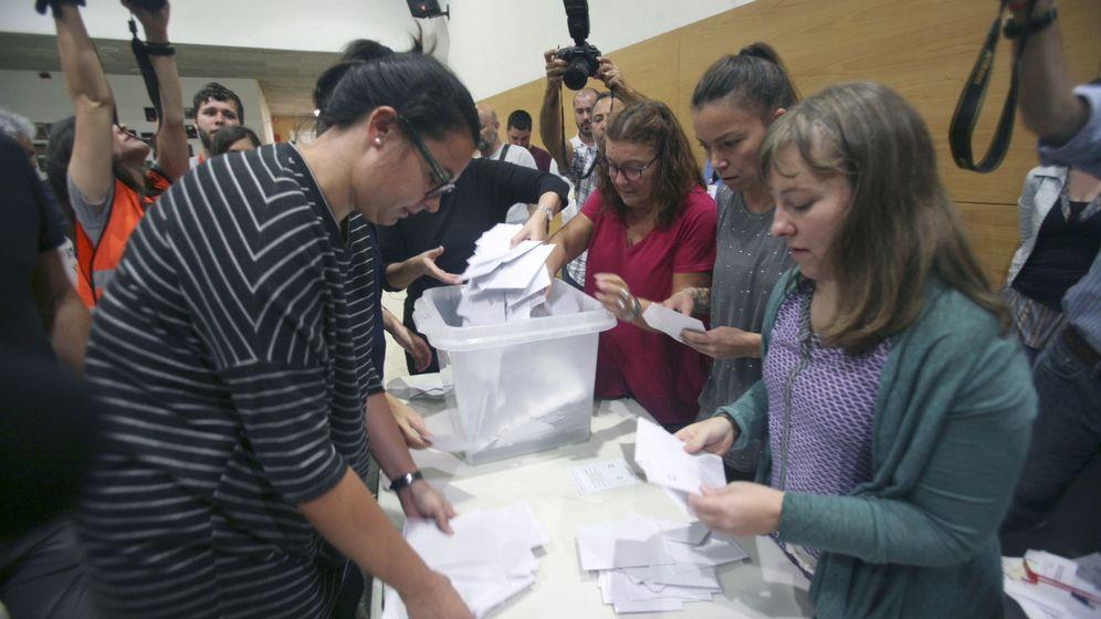 Foto: Recuento de votos del referéndum del 1 de octubre. (EFE)