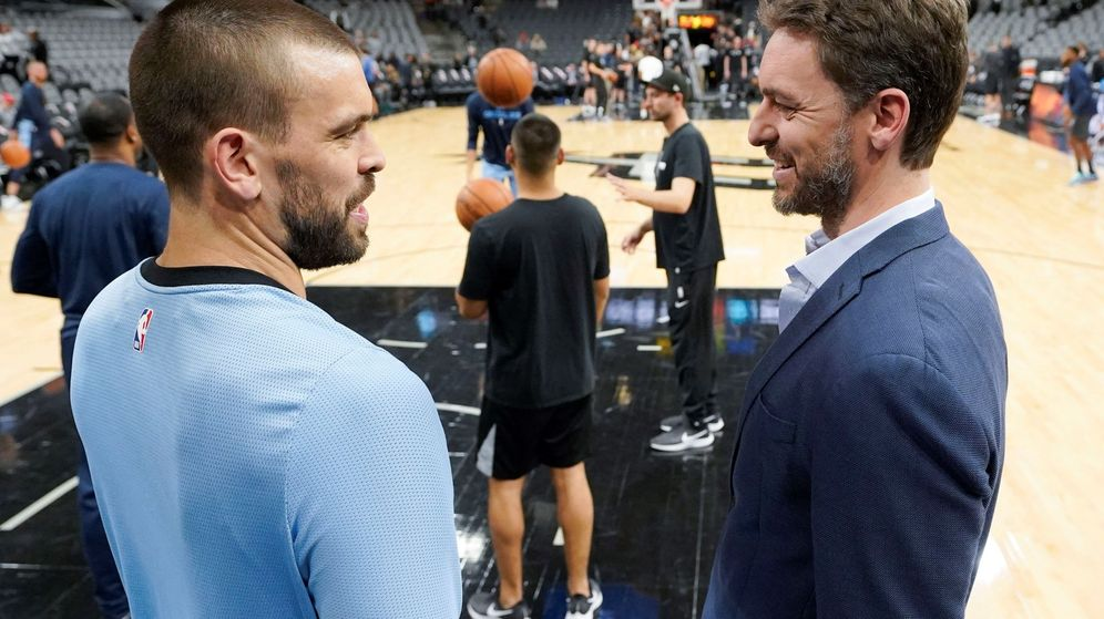 Foto: Marc y Pau Gasol antes de un Spurs-Grizzlies de esta temporada. (EFE)