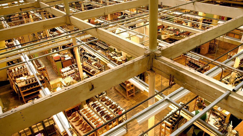 Foto: Vista general de la fábrica de Crockett & Jones en Perry Street, Inglaterra.