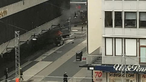 Un camión atropella a una multitud en Estocolmo: al menos tres muertos