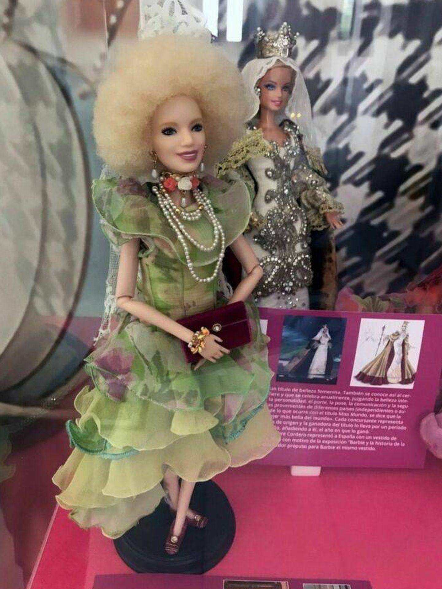 Barbie Cayetana de Alba, junto a la Barbie Reina Letizia. (EFE)