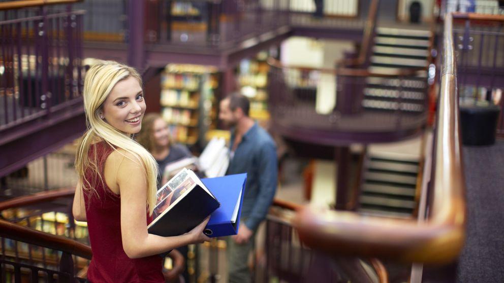Las chicas son más estudiosas, repiten menos y se les da mejor la lectura que las 'mates'